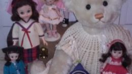 This year's event will feature antique and collectible dolls, bears, miniatures and related items.